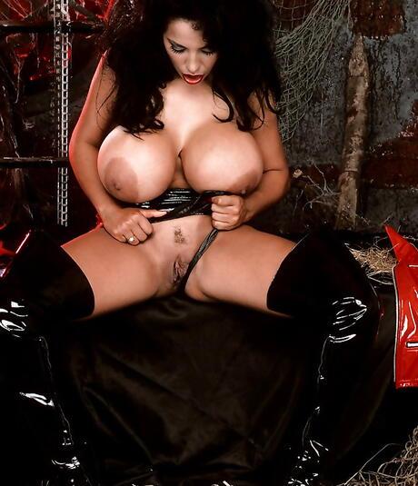 Kinky Latina Pics