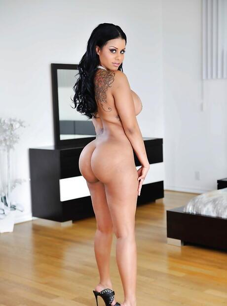Latina Brunette Pics