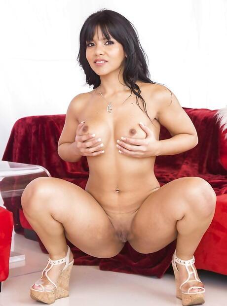 Latina Spreading Pics